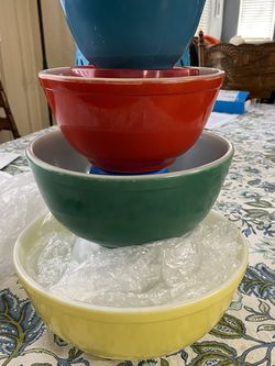 Vintage Pyrex Primary Colors Mixing Bowl Set Complete for Sale in Modesto,  CA