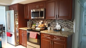 KITCHEN CABINETS WITH GRANITE COUNTER TOPS for Sale in Lehigh Acres, FL