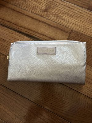 Kenneth Cole Reaction Wallet Pink Leather NEW-BEAUTIFUL for Sale in Pittsburgh, PA