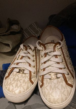 Michael kors shoes size 3 for Sale in Doraville, GA