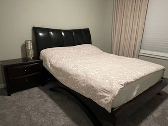 Queen Bed With Mattress for Sale in Puyallup,  WA