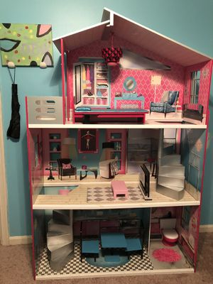 18' Doll house for Sale in Fort Washington, MD