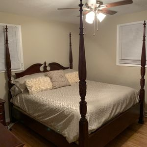 King Mahogany Bed Set for Sale in Powhatan, VA