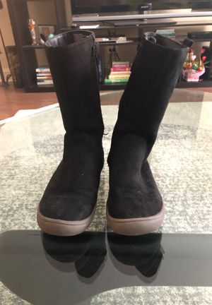 Boots for girls (size 3 ) for Sale in Wheeling, IL