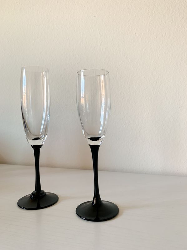 Set of 2 Art Deco wine glasses! Free shipping #vintagewineglass #artdeco #antiques #midcenturymodern #wineglasses