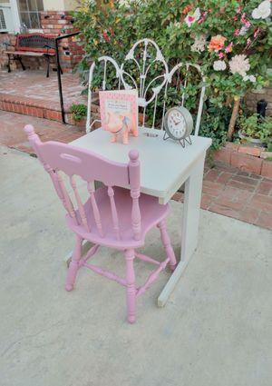 """Desk Escritorio with Chair 24"""" W x 24 3/4 d x 29"""" T for Sale in Whittier, CA"""