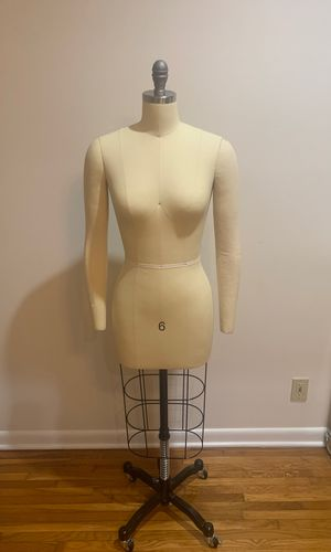 Professional dress form size 6 with arms for Sale in Miami, FL