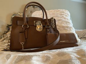Michael Kors bag and wallet set for Sale in Murfreesboro, TN