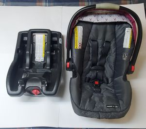Graco SnugRide SnugLock 35 Infant Car Seat w/ Click Connect Base for Sale in PA, US