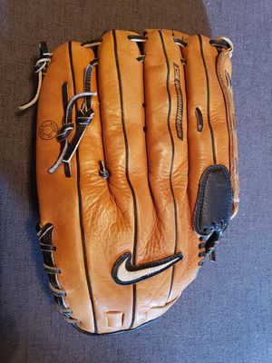 Nike 14 inch Softball Glove for Sale in Austin, TX