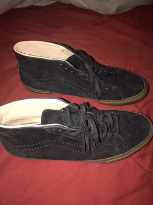 Brand new NEVER worn black vans with gum bottoms $50 or best offer 9/10 condition NEVER WORN for Sale in Phoenix, AZ