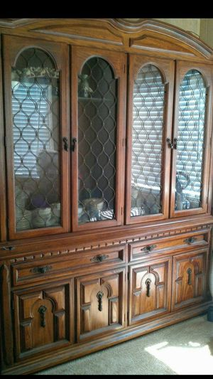BEAUTIFUL CHINA CLOSET BY ETHAN ALLEN for Sale in San Diego, CA