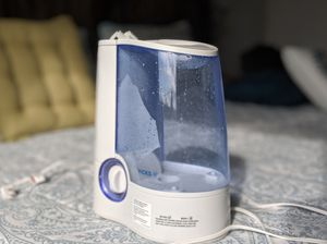 Vicks 1-Gallon Warm Mist Humidifier for Sale in Seattle, WA