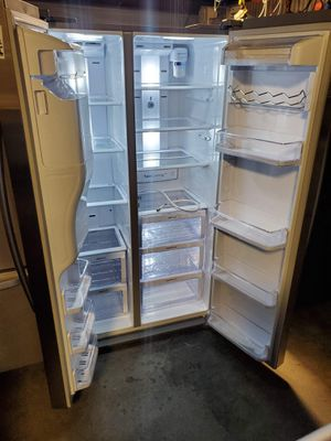 Samsung Side-by-side REFRIGERATOR for Sale in Bell Gardens, CA