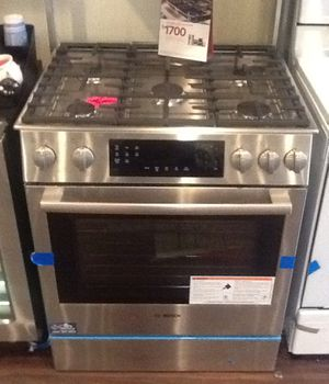 New open box Bosch slide in gas range HGI8056UC for Sale in Paramount, CA