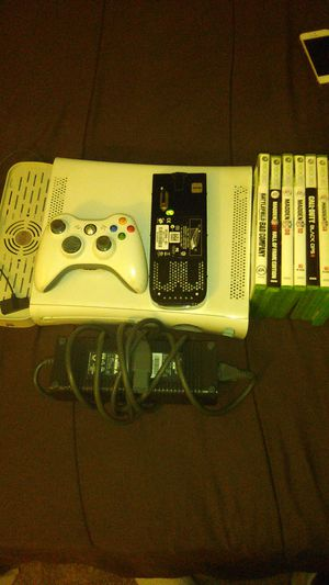 XBOX 360 (WHITE) for Sale in Richmond, VA