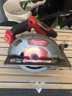 """Milwaukee M18 Fuel Brushless 7 1/4"""" circular saw for Sale in Melbourne Beach, FL"""