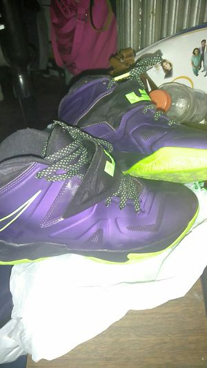 Nike Lebron shoes size boys youth 7.5 for Sale in Detroit, MI