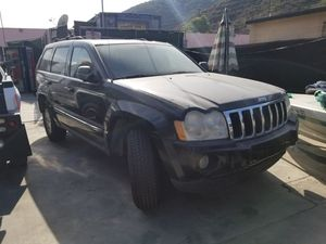 2005 Jeep parting out bad 5.7 engine 4x4 transmission for Sale in Fountain Valley, CA