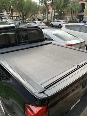 Bedcover Roll n Lock hard retractable truck pickup pick up bed cover 5.1 Ft for Sale in Miami, FL