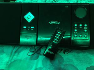 Jensen Am/Fm CD player with Remote hang on the wall for Sale in Foley, AL