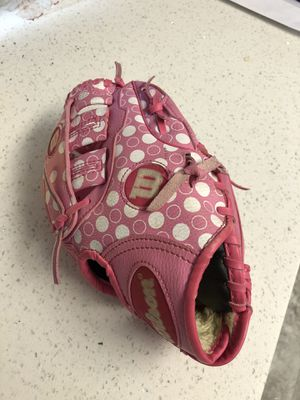 "Girls t-ball / softball 🥎 glove size 9.5"" ( for left hand) for Sale in San Diego, CA"