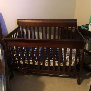 DaVinci Kalani 4-in-1 Convertible Crib for Sale in Sugar Land, TX