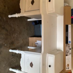 Vintage Table / Desk /vanity for Sale in Porterville, CA