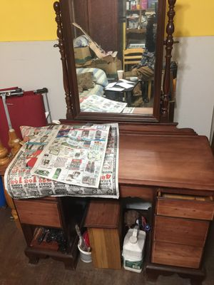 Antique Dresser with mirror for Sale in Columbia, SC