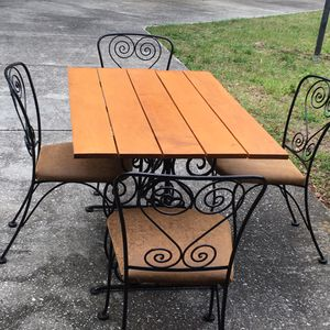 Wrought Iron and Wood Vintage Dining set w/ 4 Matching Chairs in great condition for Sale in Lake Wales, FL