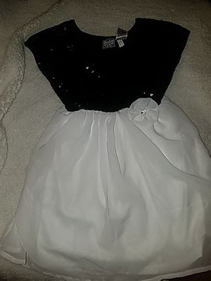 Little girls white and black dress, size M(5/6) new never worn with tags for Sale in Pennsauken Township, NJ