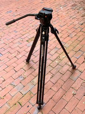 Manfrotto tripod 3182 with 501HDV fluid head for Sale in Mount Dora, FL