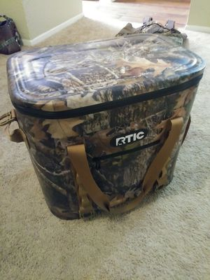 Rtic camo cooler for Sale in Dallas, TX