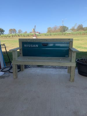 Nissan tailgate bench for Sale in Evergreen, LA