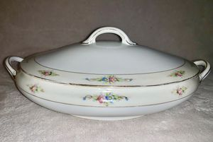 Antique Noritake Nippon Covered Casserole Dish for Sale in Vestavia Hills, AL