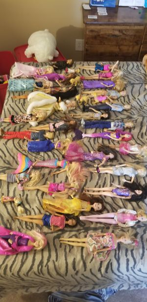 32 barbies and some barbie dogs for Sale in Yucaipa, CA