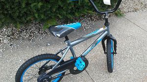 """Huffy pro Thunder Racing series fram kid bike with kick stand I Think it a 14"""" for Sale in Kalamazoo, MI"""