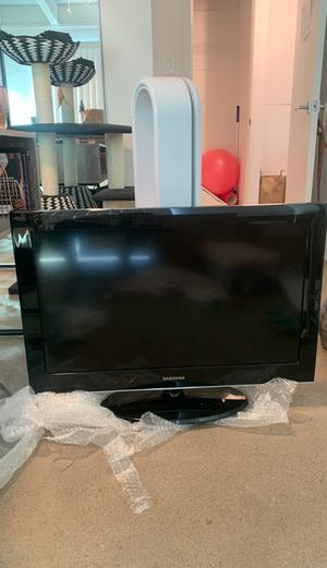 32 inch Samsung TV with stand for Sale in Phoenix, AZ