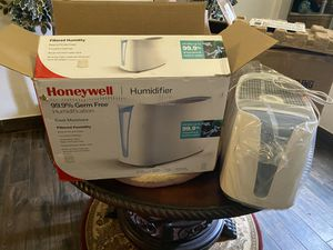 Honeywell cool moisture humidifier for Sale in Riverbank, CA