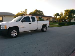 2007 CHEVROLET CHEVY SILVERADO 1500 EXTENDED CAB 6 CYLINDERS for Sale in Miami, FL