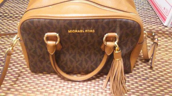 Beautiful new M.Kors bag from Michael Kors store...no outlet
