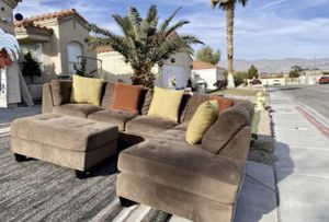 3 pcs Costco sectional couch ( FREE DELIVERY 🚚) EXCELLENT CONDITIONS for Sale in North Las Vegas, NV