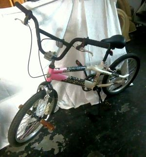 "MONGOOSE Slyde Girls Freestyle Chic BMX Bike w Stunt Pegs & Hand Breaks, 20""- Pink & White for Sale in Largo, FL"