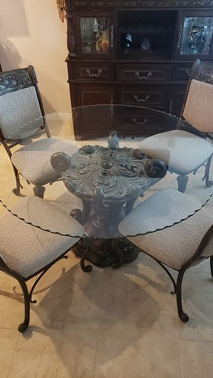 Gorgeous Dinning room/ kitchen table for Sale in Winchester, CA