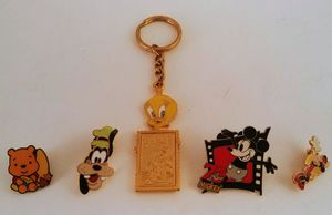 5 Pin Lot (4 Disney & 1 Looney Tunes) for Sale in Shelton, CT