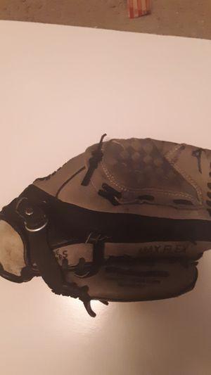 Small baseball glove for Sale in Draper, UT