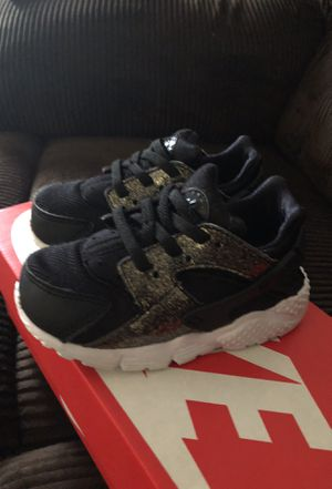 Nike Huarache Run. Bk/GD/White for toddler girls for Sale in Columbus, OH