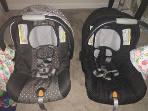 2 chicco keyfit 30 car seats with base for Sale in Winnabow, NC