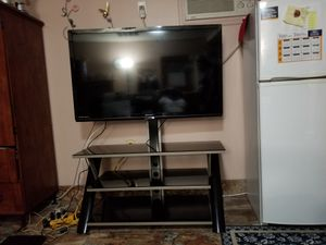 46 inch TV with Console table for Sale in Wahneta, FL