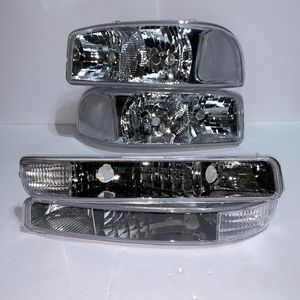 GMC Sierra / Yukon Headlights for 1999 to 2006 for Sale in Los Angeles, CA